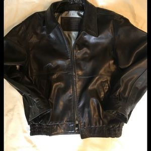 Roundtree & York's Men's Leather Jacket. Med